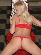 This set is hot....Anna in red....mmmmm!